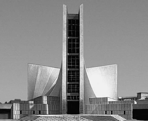 К. Тангэ. . Кафедральный собор св. Марии в Токио